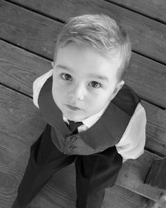 kid-staring-up